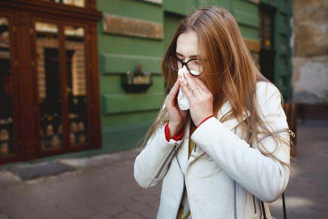 Verstopte neus? De voordelen van een natuurlijke neusspray