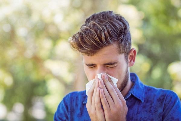 Bye bye allergische reacties: 4 tips voor een effectieve hooikoortsbehandeling